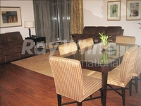3 Bedrooms Apartment in Green Lakes 1